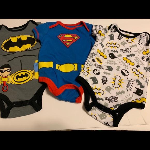 3//6M 6//9M NWT 3PC Baby Boy Superman One Piece with Bib Size 0//3M